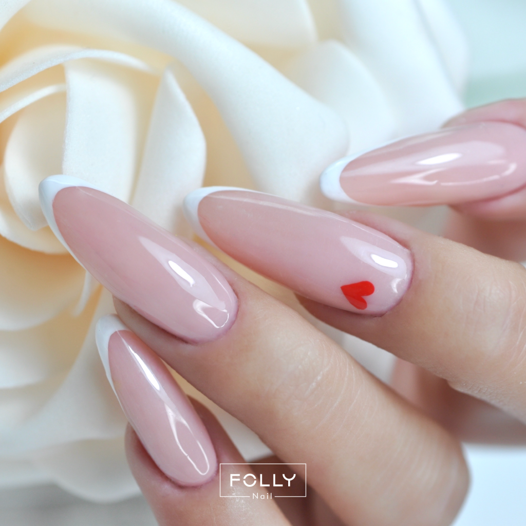 french manicure serduszko na paznokciach High Risk Red